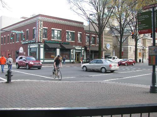 Charlotte, North Carolina. Photo: www.pedbikeimages.org / Laura Sandt