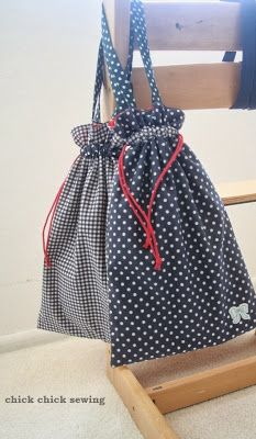 chick chick sewing: Shoes bags for our girls 娘達にハンドメイドの靴袋。navy with red polka dot lining