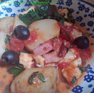 Ziemniaki z boczkiem i serem halumi /Potatoes with bacon and halloumi