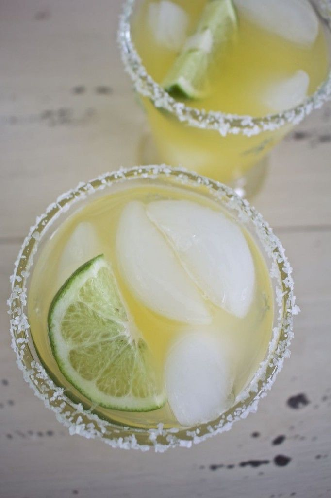 Skinny Margarita Recipe. Yummy skinny margarita with fresh citrus.