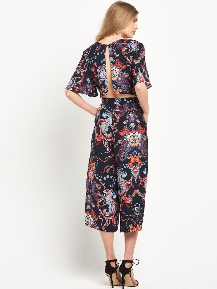 Usher the spirit of spring and summer into your party edit with this printed culotte jumpsuit by River Island. It also makes a stunning alternative to your go-to dresses.