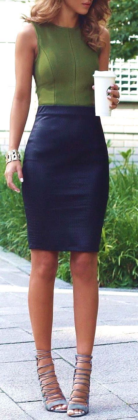 24 Fashionable Khaki Skirt Outfits