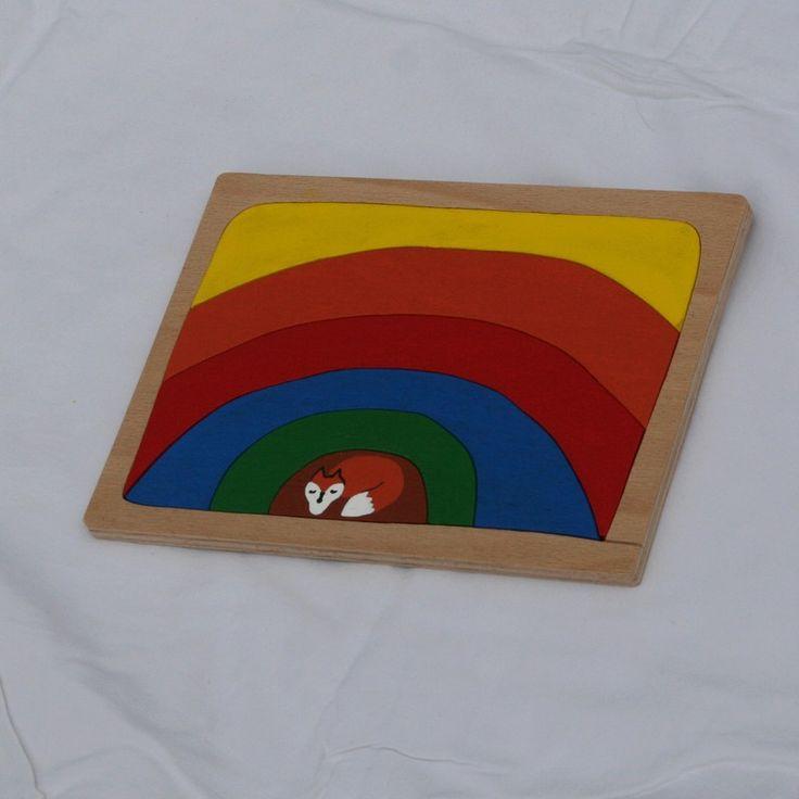 Duha+nad+liščím+doupětem+Krásně+barevná+skládanka-puzzle+vyřezaná+z+překližky+pomocí+níž+se+učíme+barvy.+Rozměry+desky+20x15+cm,+namalováno+akrylovými+barvami,+přelakováno.Doporučeno+od+tří+let.