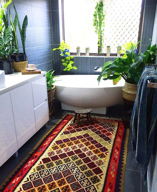Saturdays bohemian jungle vibes in our main bathroom ✌️ Look at that kilim...sensational! (Store link in bio)