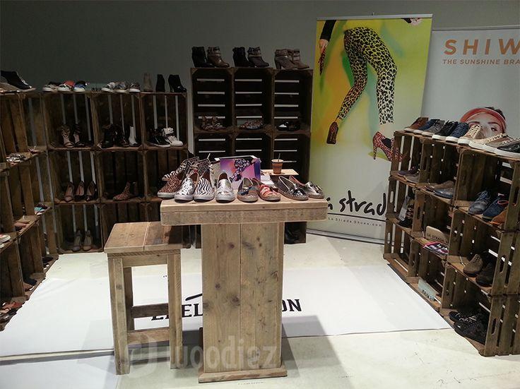 WOODIEZ | Presenteer je producten eens op een andere manier: bijvoorbeeld in fruitkisten! #steigerhout #presentatiemeubels #beursmeubilair