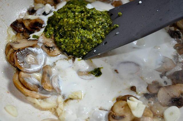 paste cu ciuperci si pesto