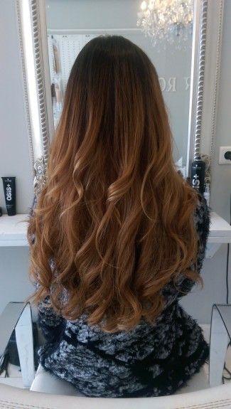 Beauty by Roos Deze haarverlenging werd gemaakt met 125 Hairloxx Professional hairextensions van 55-60 cm in de kleuren Las Vegas, Venice, Montreal en London. 437.50 euro