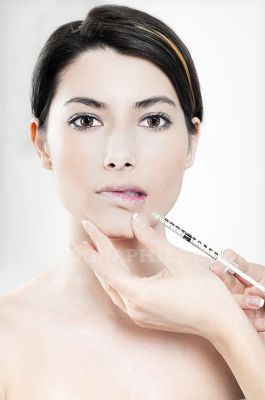 Injection with botox in the lips