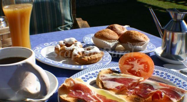 http://www.escapadarural.com/casa-rural/caceres/el-canchal-de-la-gallina/fotos