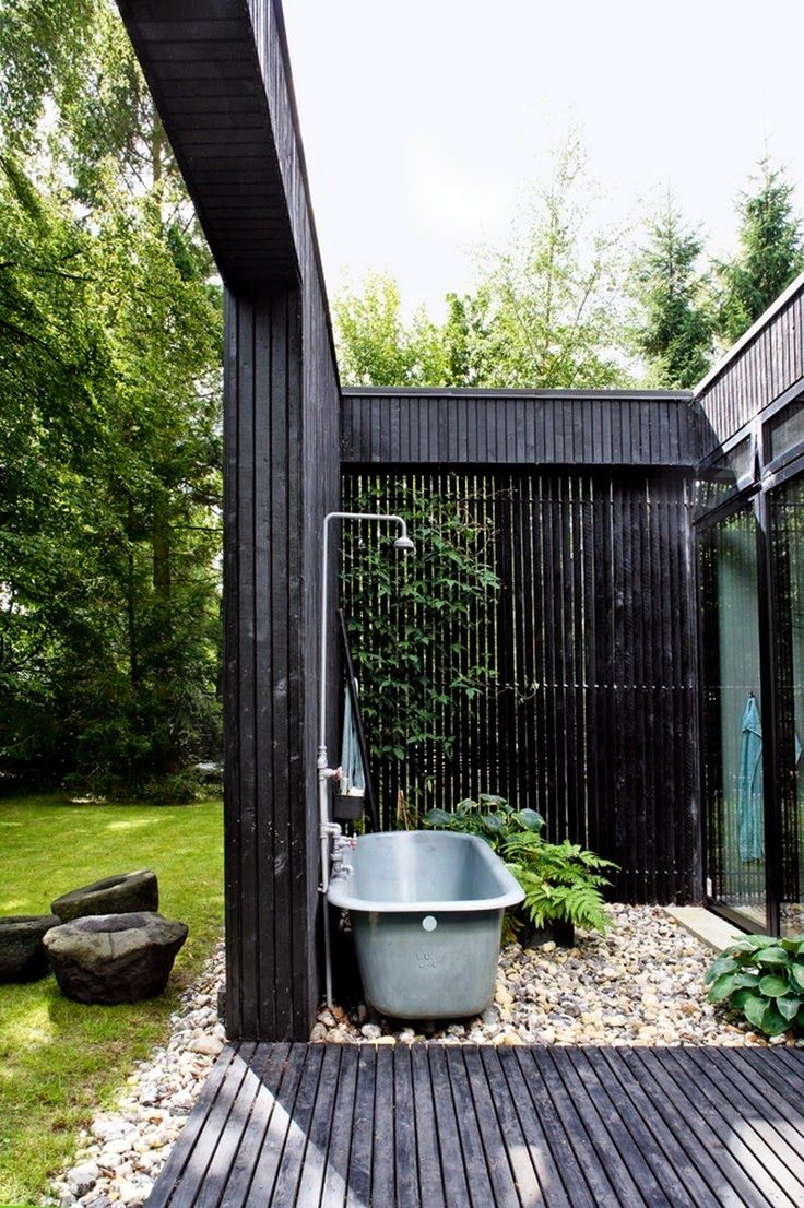 45 best duchas al aire libre images on pinterest outdoor showers outdoor fireplace and hot tub navy bricks hot tub on top spilling over into pool below with a pool bar take an outdoor bath