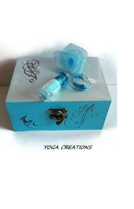 Boite à bijoux en bois bleu et argenté : Presentoir, boîtes par yogacreations