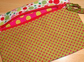 tuto PARFAIT pour apprendre à faire des trousses/pochettes sympathiques et vite posées! je suis FAN lesmarjorettes.canalblog.com 15 octobre 2012