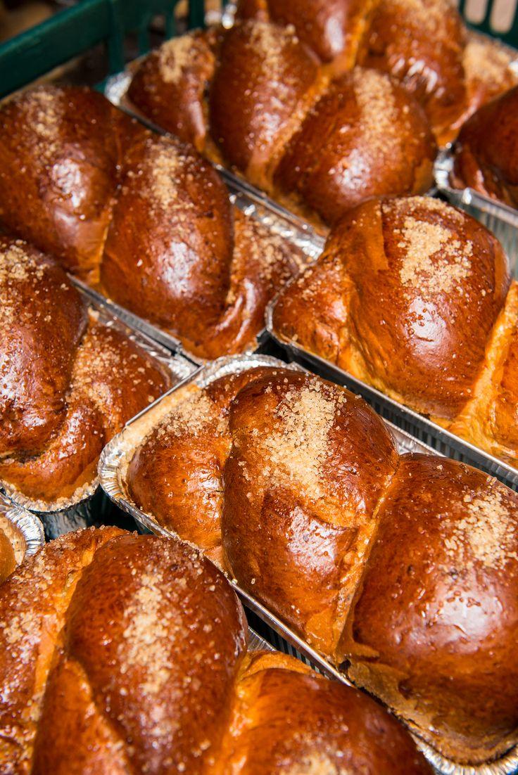 Stim ca prospetimea si calitatea cozonacului sunt criterii esentiale pentru alegerea ta. De aceea, avem grija ca produsele noastre sa contina ingrediente naturale si sa fie mereu la dispozitia ta, pentru ca stim ca vrei sa-ti amintesti de gustul acestor deserturi preparate in casa.