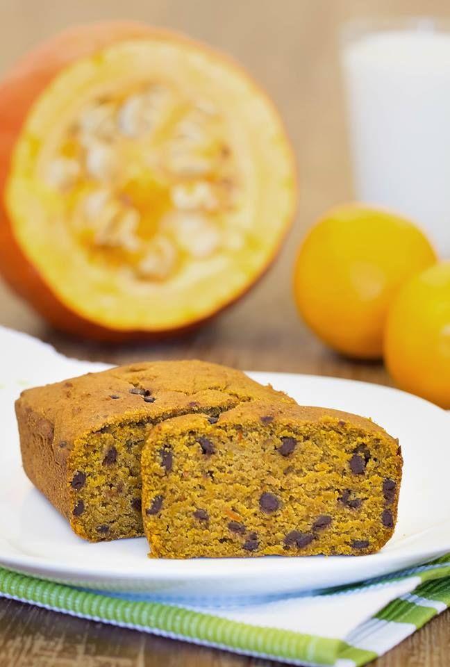 Mmh! Glutenfreier Kürbis Schoko Kuchen ist saftig, aromatisch & lecker! Der perfekte Kuchen für jeden Anlass! Das Rezept gibt es hier auf Healthy On Green