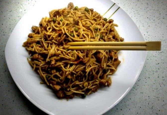 Kínai csirkés-zöldséges pirított tészta