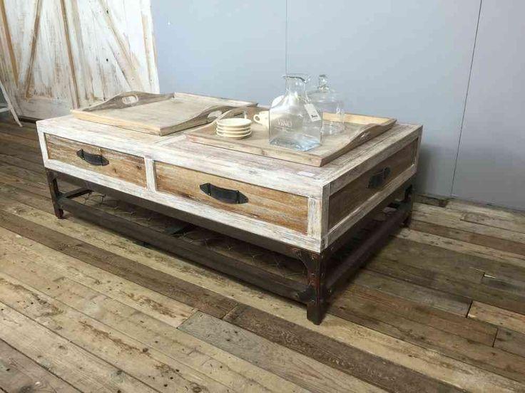 landelijk, vintage salontafel van smeedijzer in combinatie met massief hout.