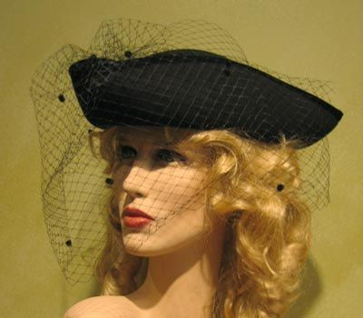 Tricorn Hat for Women - Historical Women Hat made of Wool - Black, Red or White