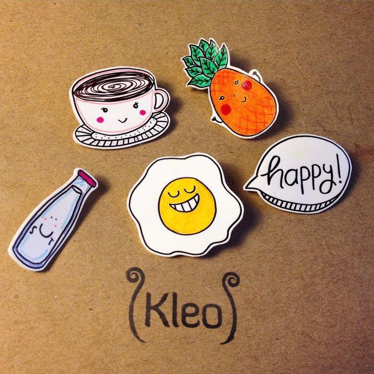 Yaşasın haftasonu kahvaltıları!Bu broşlar kahvaltının mutluluğa giden en kestirme yol olduğunu bilenler için geliyor☕️Breakfast Club brooches✌️ #kleodesign #handmade #brooch #bros #broş #brosdelisiyim #elyapimi #accessoryoftheday #gununaksesuari #accessoryoftheday #handmadeaccessories #handmadejewelry #handdrawing #happy #breakfast #creative #inspire #inspiration #joy #pineapple #milkbottle #handcrafted #pin #rozet #yakaignesi #shrinkplasticart