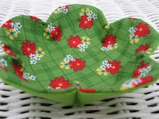 pretty fabric flower bowls - the original tutorial is here: http://vintagehouseholdtas.blogspot.com/2008/10/sewing-tutorial-fabric-flower-bowls-ive.html  - but the blog is open for invited readers only now-a-days