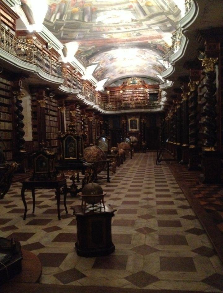 Clementinum Praag -- barokke bibliotheekzaal en een sterrenwacht