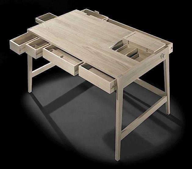 Toller Holztisch mit vielen Fächern | KlonBlog
