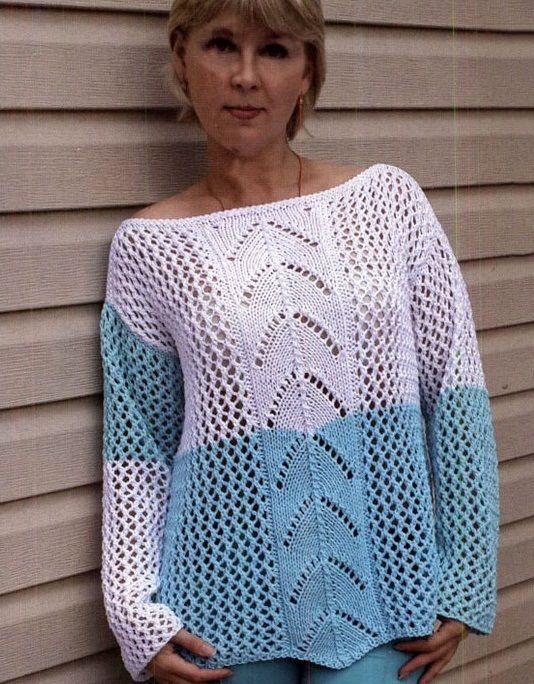 Двухцветный пуловер ажурным узором