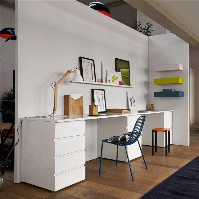 Long bureau blanc avec une pointe de couleurs