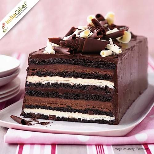 Different layers in a Chocolate Cake, wow ! Visit http://www.indiacakes.com/
