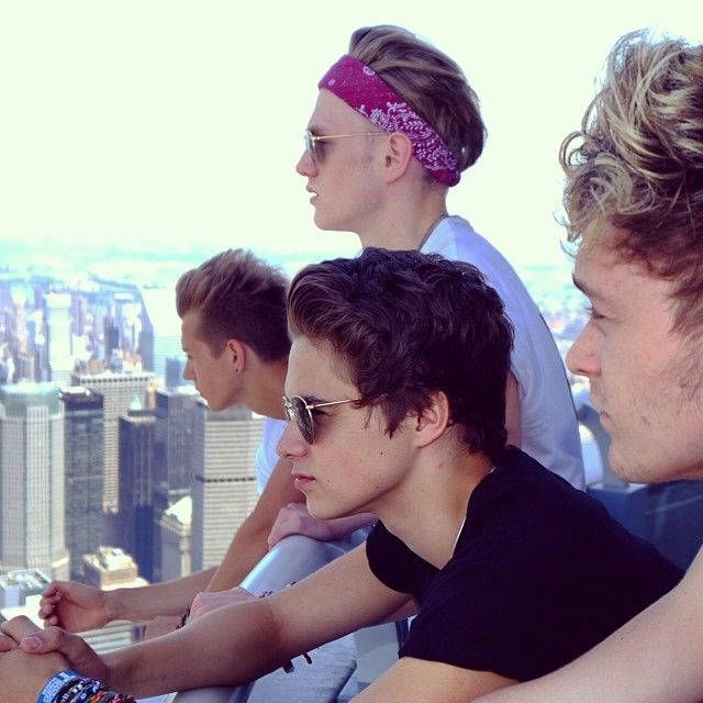 The vamps- ive got a poster of them on this shoot <3