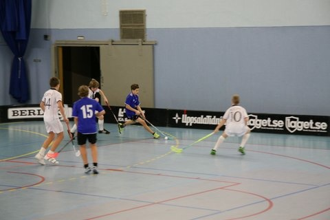 Isak playing Innebandy: Hagunda P98. Isak is #10.