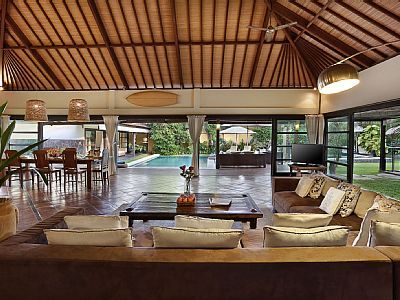 Book this holiday villa on Seminyak: HomeAway ID 3733055 FREE DRIVER AND CAR INCLUDED FREE CHEF INCLUDED FREE AIRPORT PICK UP AND DROP OFF FREE DAILY CLEANING SERVICE FREE WATER