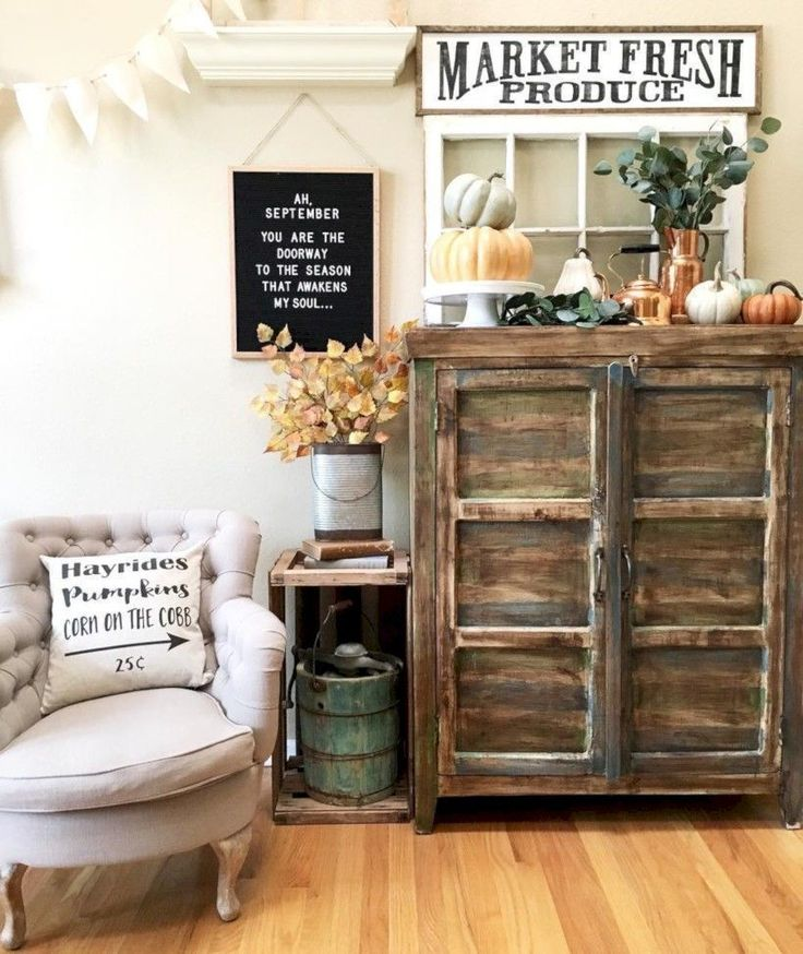 Awesome 33 Cozy Rustic Halloween Decoration Ideas. More at https://trendecor.co/2017/11/11/33-cozy-rustic-halloween-decoration-ideas/ #halloweendecorationideas