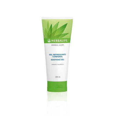 Brinda humectaciòn prolongada: Hidrata, suaviza y refresca la piel. Contiene aloe vera y extractos botànicos.