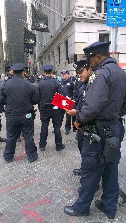 """Even The New York Police reads: """"Dit omdømme på sociale medier - Sådan kommunikerer du godt med din målgruppe"""" ;)"""