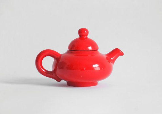 Vintage ceramic tea pot at Hindsvik