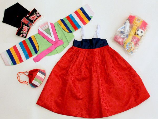 Complete traditional girl's hanbok set, including modern doljabi items!