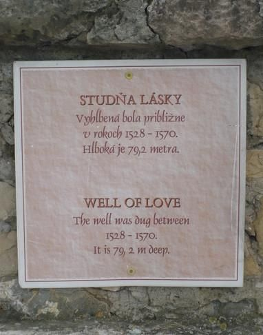 studňa lásky - Trenčín má príbeh silnej lásky človeka, ktorý kopal studňu, aby zachránil svoju milovanú. Tak vznikol nápad, prečo hrad nesprístupniť cez Omarovu studňu. Dostať turistu jednoducho hore, aby si cestou vypočul legendu,