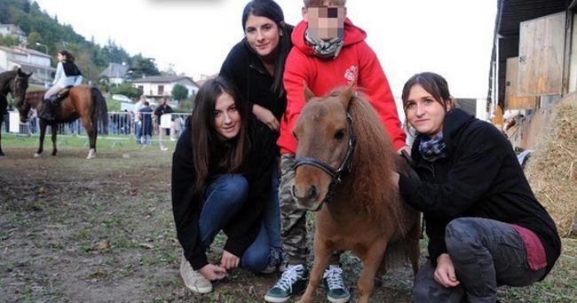 Mostra di equini: ecco Charly, il cavallo più piccolo del mondo