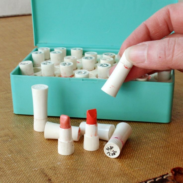 Vintage Avon lipstick sample kit. i remember the kit being larger than this. of course when youre between the ages of 3 and 8, everything seems larger than life. i loved these! (whether or not i was ALLOWED to play with them is another story, lol!) i miss these