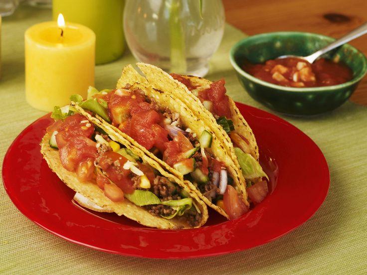 Gefüllte Taco-Shells mit Tomatensalsa und Hackfleisch - smarter - Zeit: 30 Min. | eatsmarter.de