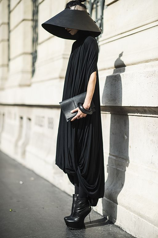 Lily Gatins - Cinzia Araia shoes, Cunnington and Sanderson dress, Barbara Bologna hat -- this woman knows how to dress!
