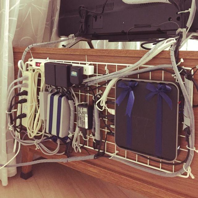 hanamarinさんの、収納整理部,収納見直し隊,ケーブル隠し,配線隠し,ケーブルフック,コード隠し,無線ルーター,ヘッドホン,コード収納,コード隠したい,コンセント隠し,テレビ周り,テレビ台,テレビ台周辺,収納,リビング,のお部屋写真