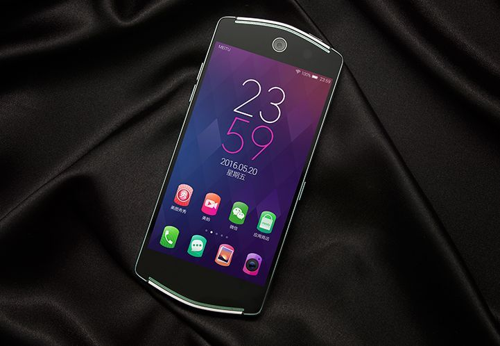 Meitu V4 – telefon pentru pasionatii de selfie-uri; are camera frontala de 21 Megapixeli http://www.gadgetlab.ro/meitu-v4-telefon-pentru-pasionatii-de-selfie-uri-are-camera-frontala-de-21-megapixeli/