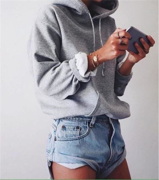 jeans shorts pulli outfit inspiration