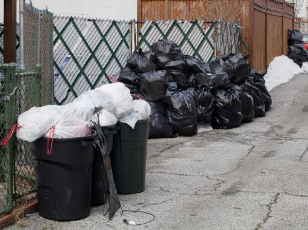 Spazzatura nel Bronx. Del sequestro  e dell'analisi dei rifiuti domestici J. Edgar fa un'arma di controllo e ricatto. E la subisce. Nick Shay lavora nel ramo smaltimento rifiuti. La spazzatura è ovunque, nel sottomondo di Underworld