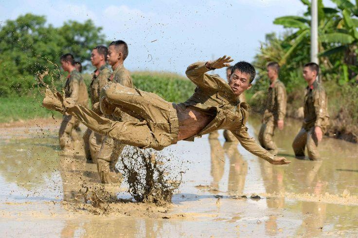Militaire politie tijdens een trainingssessie in Nanning, China