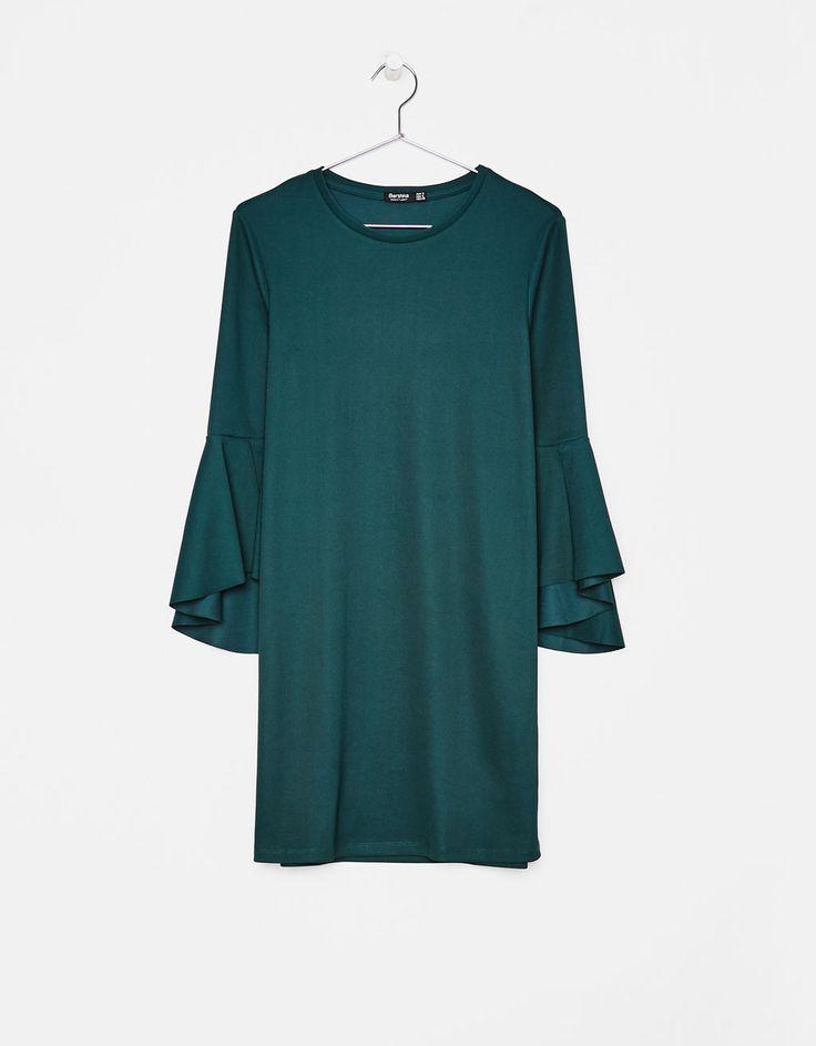 https://www.bershka.com/pl/kobieta/odzie%C5%BC/sukienki/kr%C3%B3tka-sukienka-z-falbanami-na-r%C4%99kawach-c1010193213p101193509.html?colorId=594