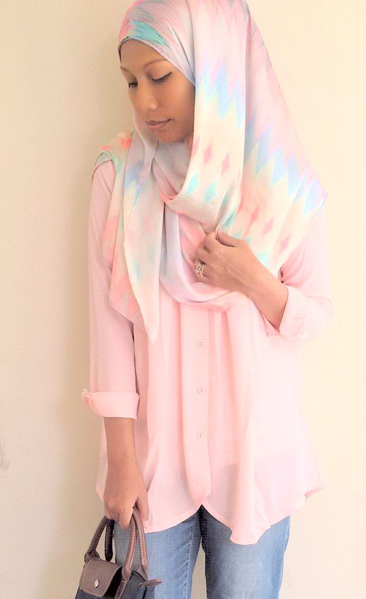 Pinless hijab by Hues Junaina. Silk printed collection. Soo cooling for hot days.  #pinlesshijab #huesjunaina