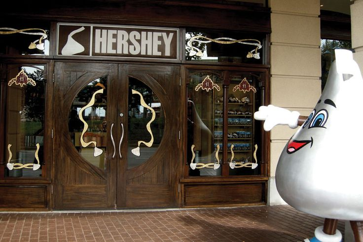 The only store of its kind in Canada, Hershey's Chocolate World Niagara Falls is 7,000 square feet of chocolate heaven. This unique retail attraction, located within the Crowne Plaza Niagara Falls-Fallsview, features a wide selection of decadent treats and packaged items.