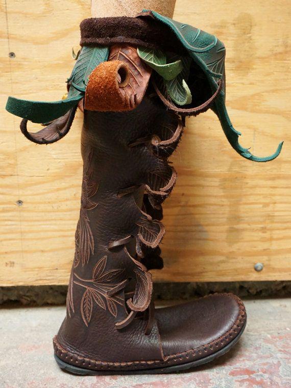Haute de genou hibou forêt Boot / main mocassin par TreadLightGear